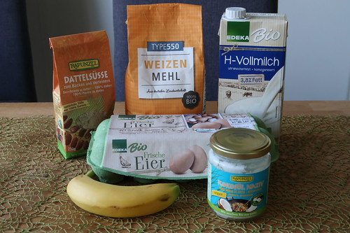 Zutaten für tropischen Pfannkuchen mit Dattelsüße