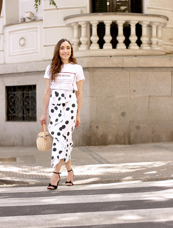 midi linen polka dots skirt black heels street style outfit 20197
