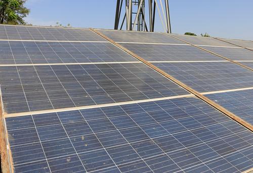 Electrification et adduction d'eau potable par panneaux solaires à Sidiankoro