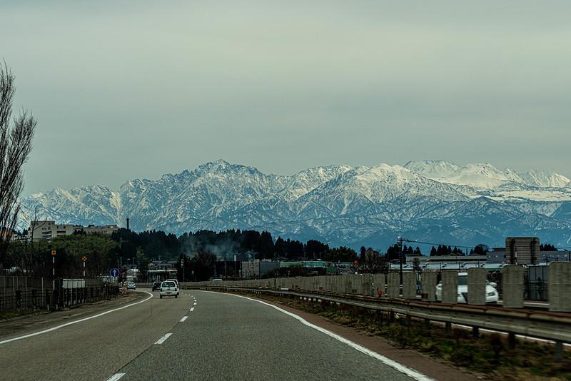 北陸自動車道から立山連峰