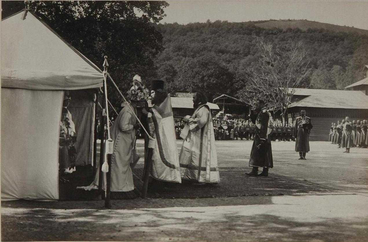 1913. Молебен на плацу перед казармами по случаю праздника Собственного Его Величества конво