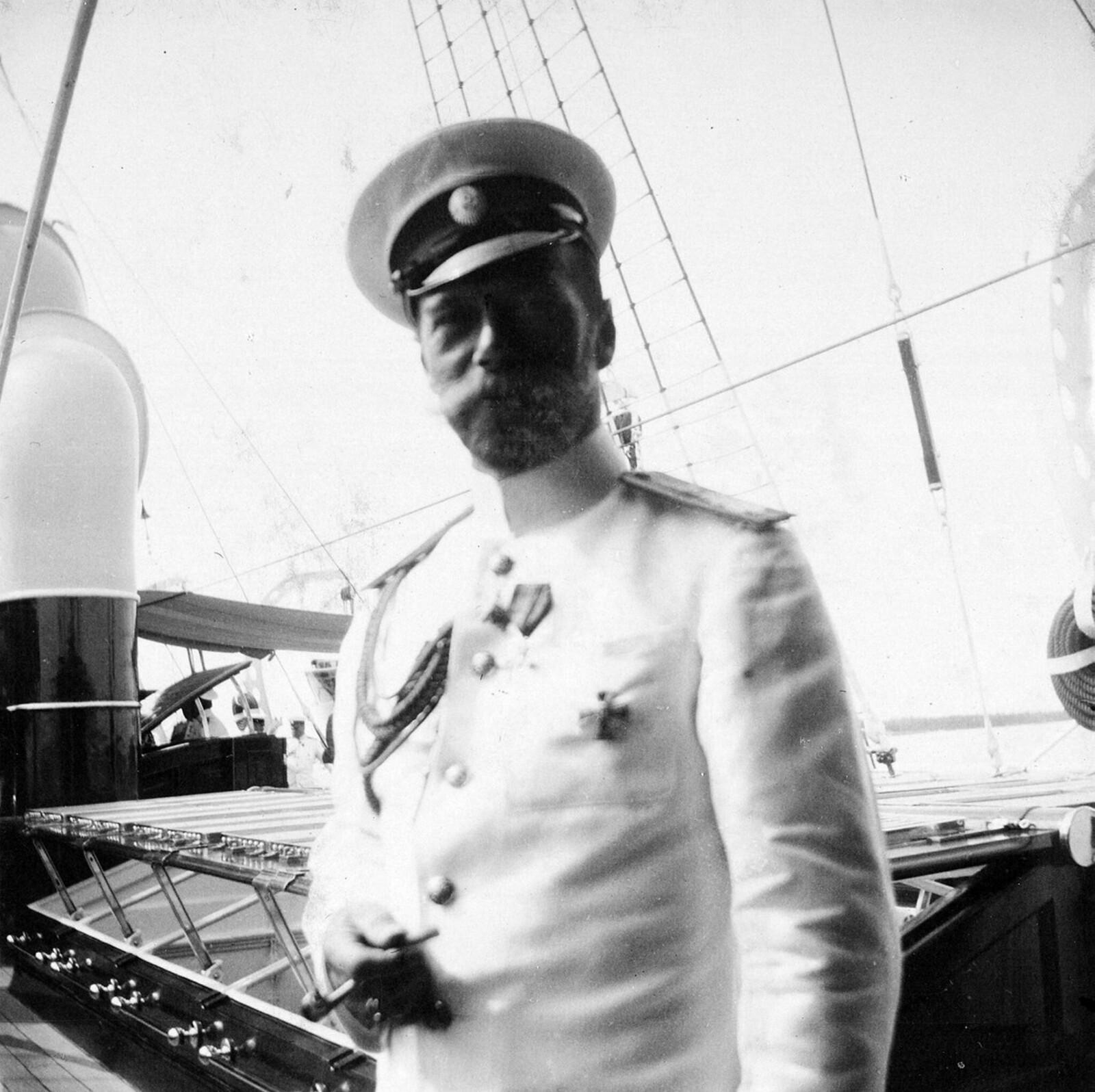 1913. Государь Император на палубе яхты Штандарт