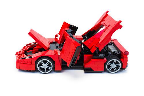 Enzo Ferrari 1:16 (19)