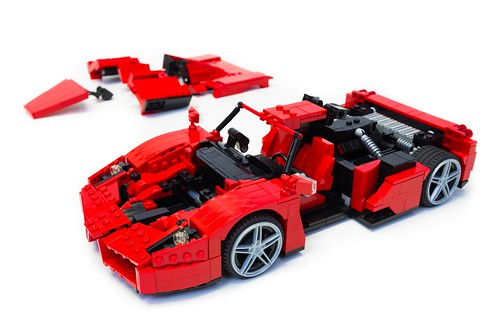 Enzo Ferrari 1:16 (23)