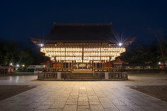 Yasaka shrine with Japanese paper lanterns during a late blue hour. Kyoto (Japan)