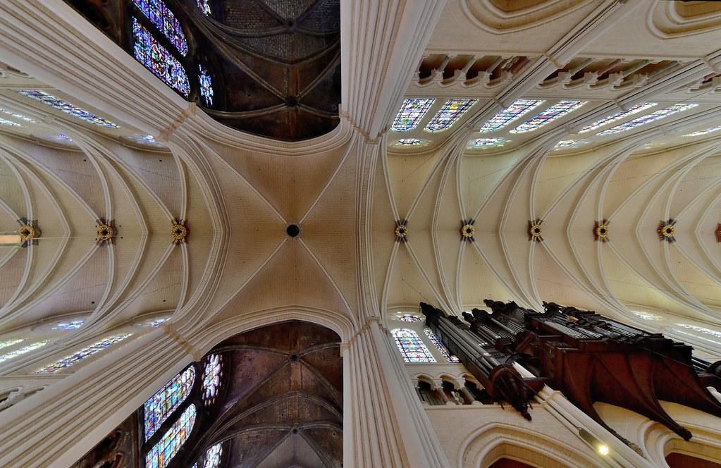 Chartres (Eure-et-Loir) - Cathédrale Notre-Dame - Voûtes de la croisée du transept