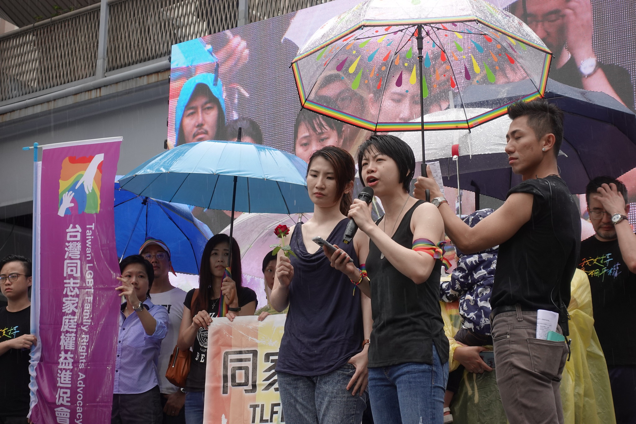 同志家庭權益促進會的女同志媽媽呼籲盡速表決。(攝影:張智琦)