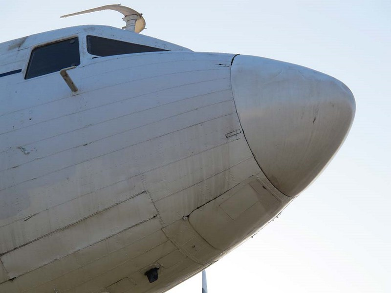Douglas DC-3 00002