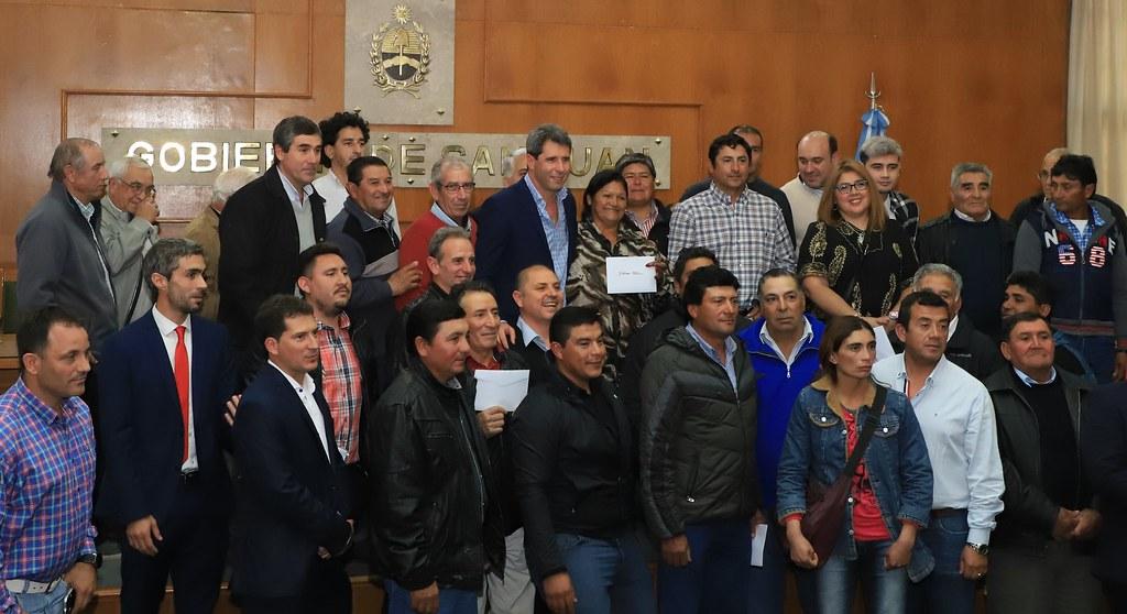 2019-05-17 PRENSA: Uñac presidió el acto de entrega de Tierras del Polo de Desarrollo Productivo de 25 de Mayo