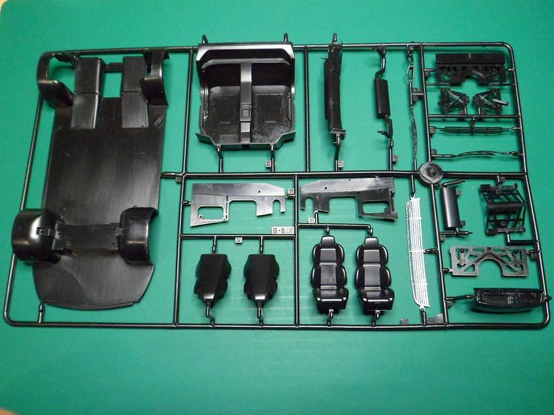 *Montage pas-à-pas* Jaguar XJ 220 [Revell 1/24] 47871219131_5ab1da6c87_c
