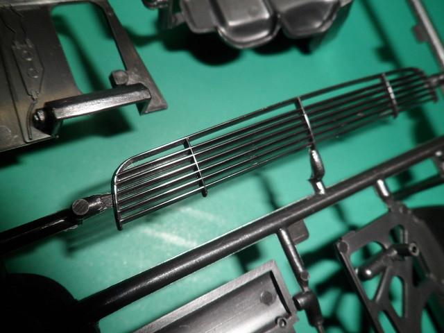 *Montage pas-à-pas* Jaguar XJ 220 [Revell 1/24] 47871220171_35da32c5e5_z