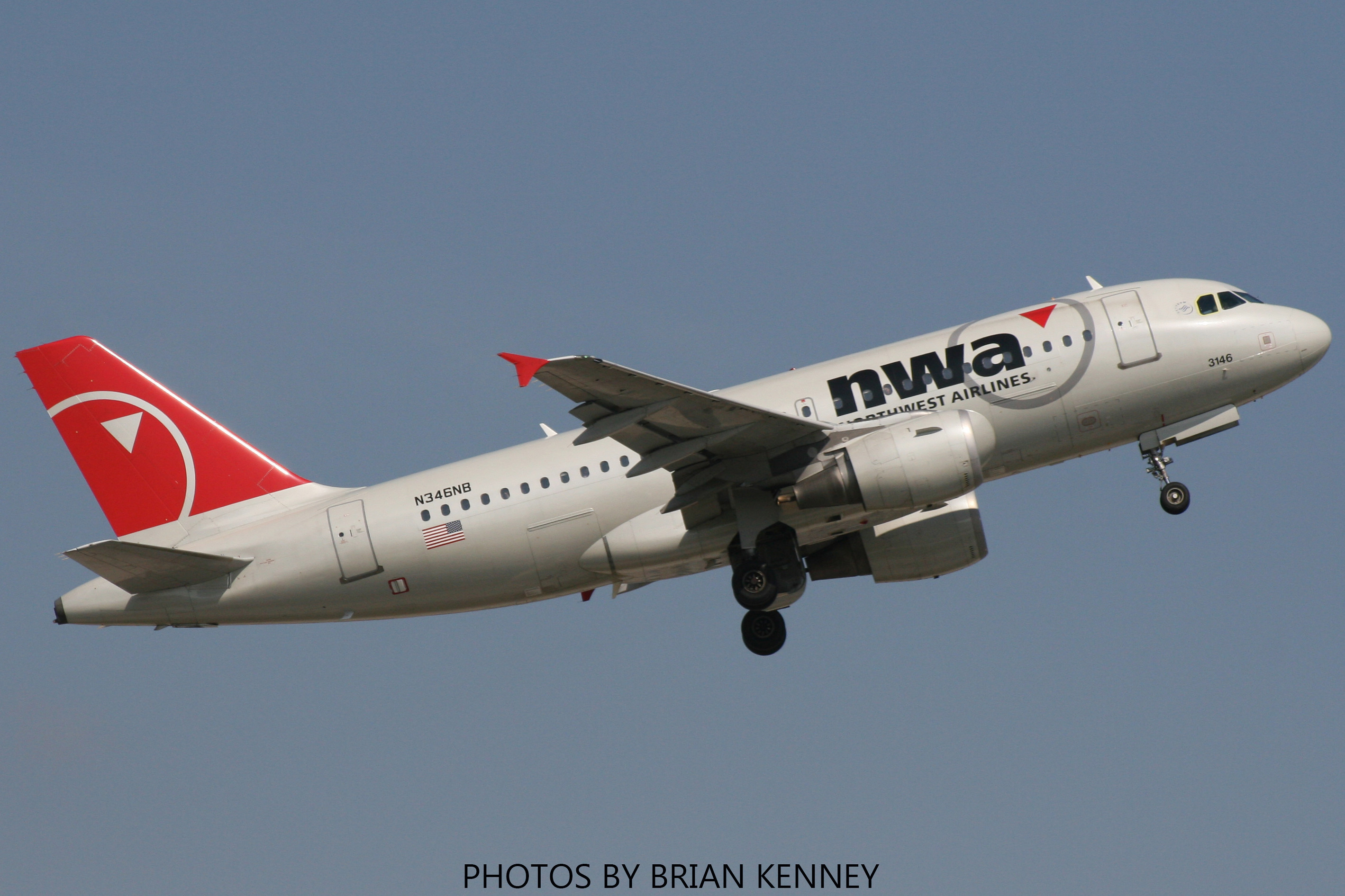 NORTHWEST AIRLINES A319-114