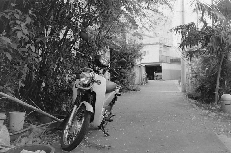 245LeicaM2 Summaron 35mm f35 Kodak 400TX 池袋本町