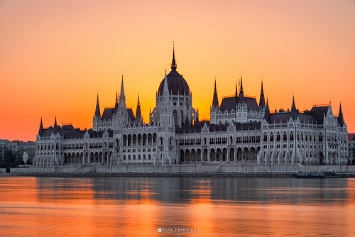 internationallandmark famousplace palace building exterior steeple architecture cityscape parliament sunrise dawn hungary danube travel morning budapest centralhungary city water river light europe sun landscape longexposure tourism early salmainolfi