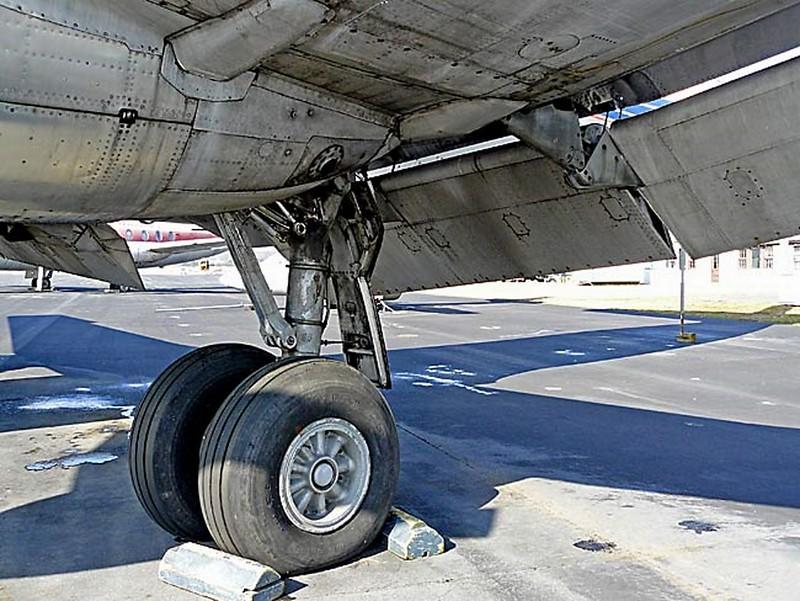 Martin 404 Airliner Silver Falcon 00004