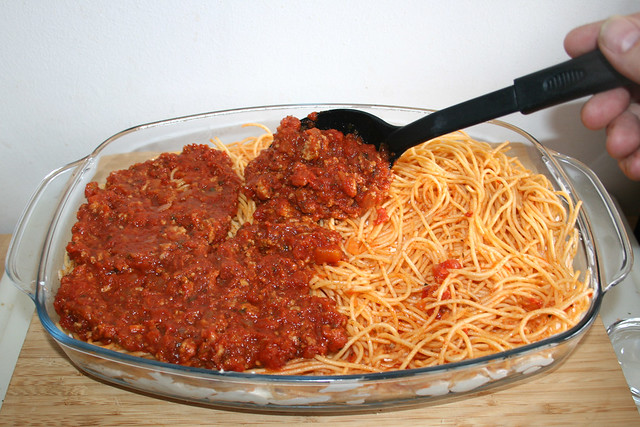 53 - Tomatensauce hinzufügen / Add tomato sauce