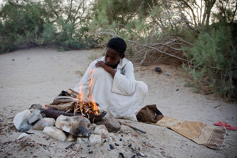 Tahron preparing Jabana coffee تحضير القهوة في وادي الجمال