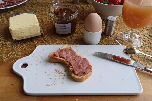 Rindsleberwurst auf Toast