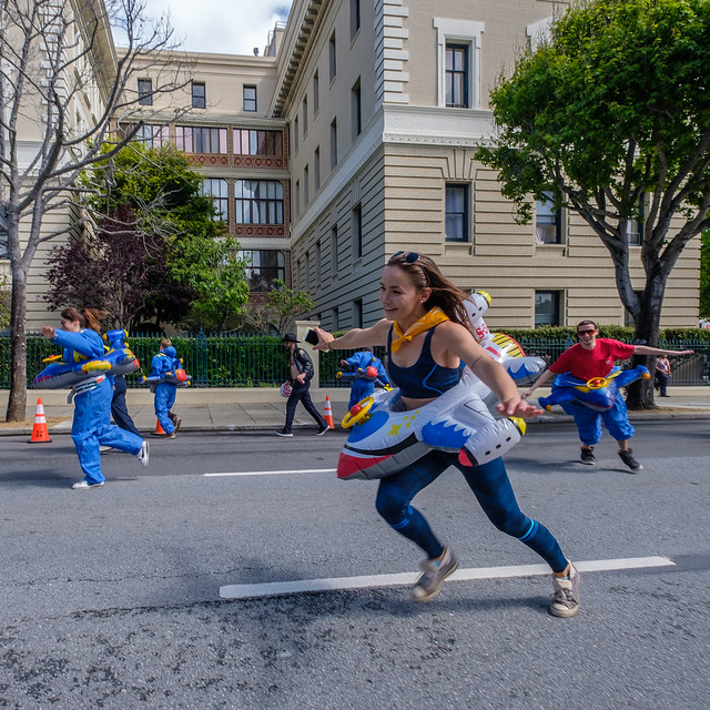 Bay To Breakers 2019: embracing bombardiers