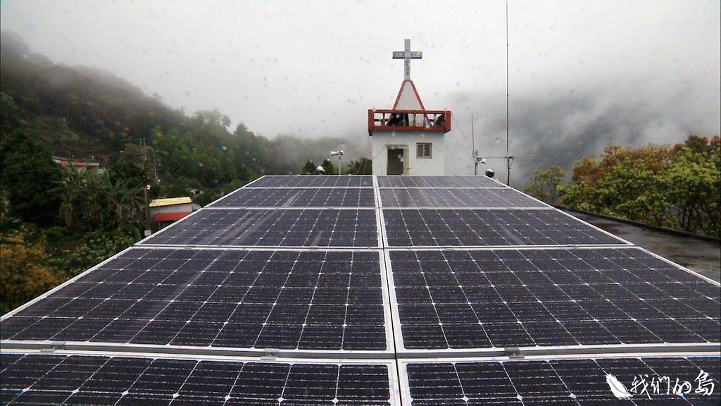 今年初,再生能源推動聯盟與部落合作,由廠商捐贈光電板,供應教會用電。