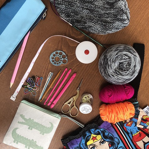 What's in my travel knitting kit and how I fly with my knitting. Evinok.com