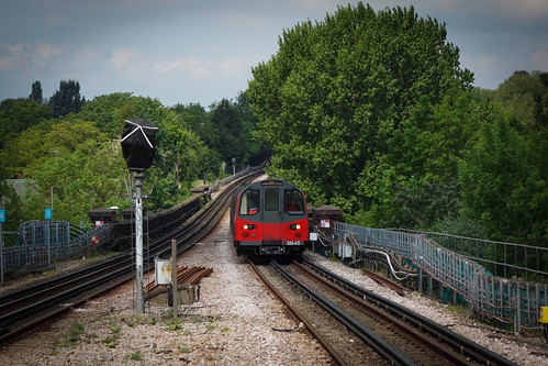 Southbound Norther Line Train Approaches Brent Cross