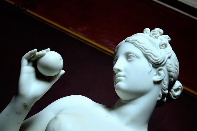 Venus with an apple