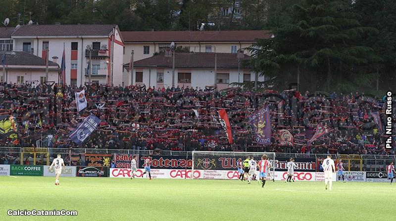 Uno scatto della gara di andata del terzo turno dei play off della scorsa stagione tra Potenza e Catania disputata al