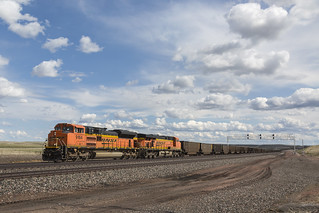 2019-05-10 1628 BNSF 9164 on EB Hopper Train, Bill, WY