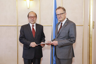 NEW PERMANENT REPRESENTATIVE OF CHINA PRESENTS CREDENTIALS TO THE DIRECTOR-GENERAL OF THE UNITED NATIONS OFFICE AT GENEVA