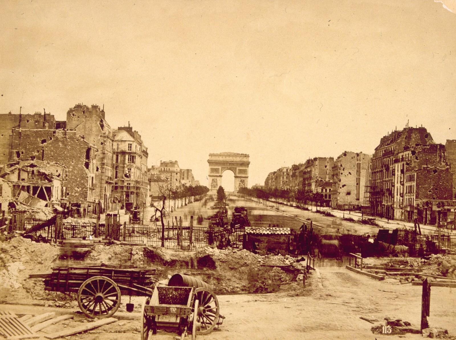 1871. Баррикада в Порт-Майо во время восстания сторонников Парижской Коммуны