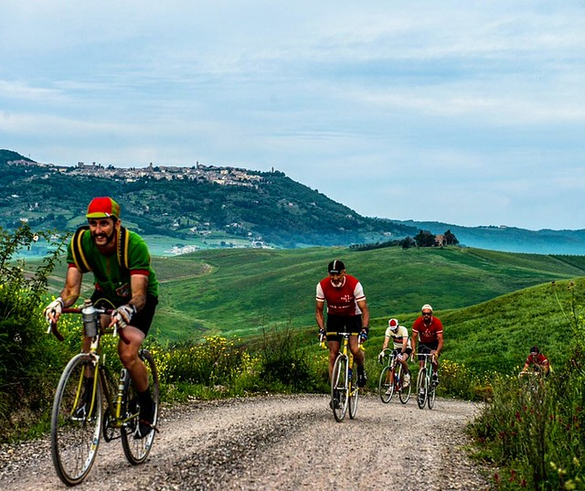 Eroica Montalcino is a cycle route on a white roads that takes place in a wonderful area of the 209 km route of Eroica, south of Siena between the Val d'Arbia, the Val d'Orcia and the Crete Senesi. The five routes start from Montalcino and stretch up to t