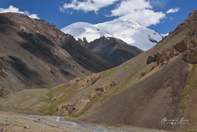 Lacets avant le col de Kunjerab (4 693 m) sur la Karakoram Highway