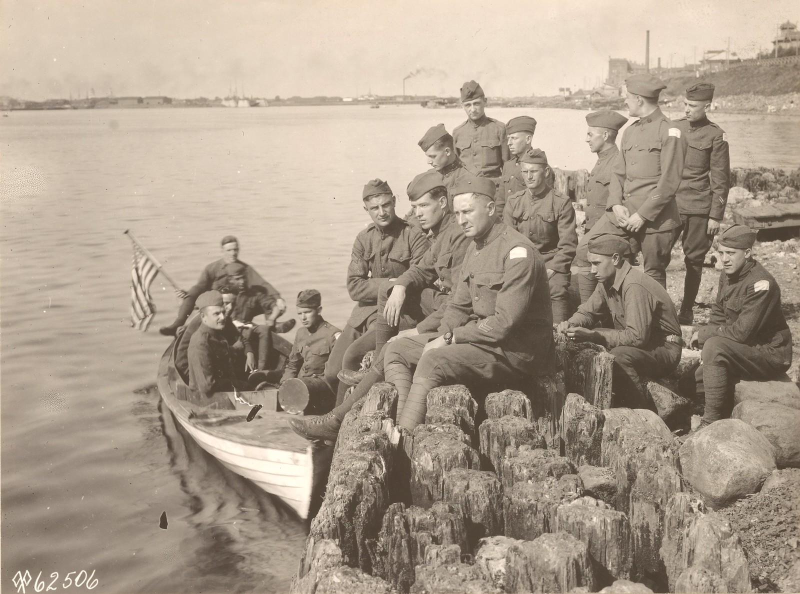 Британские офицеры из штаб-квартиры союзных сил