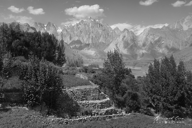 Terrasses du village d'Hussaini Photo Bernard Grua