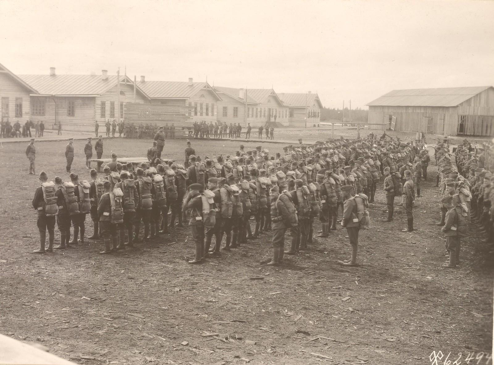 Командующий войсками американской экспедиции генерал Ричардсон обращается к солдатам 339-го пехотного полка в день их отправки из Архангельска в Брест