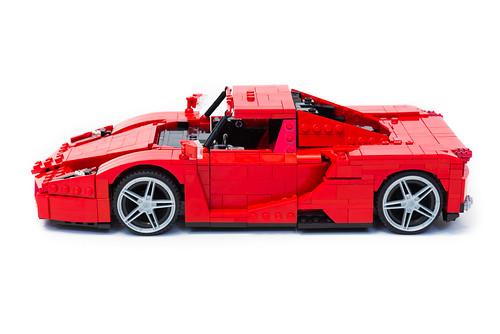 Enzo Ferrari 1:16 (5)