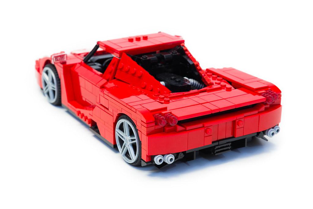 Enzo Ferrari 1:16 (8)