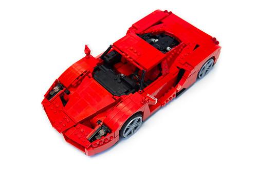 Enzo Ferrari 1:16 (3)