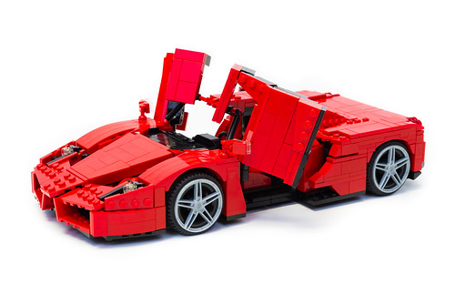 Enzo Ferrari 1:16 (14)
