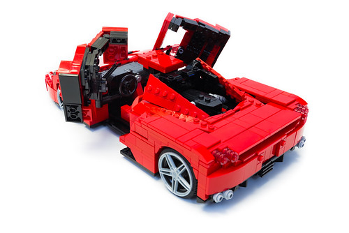 Enzo Ferrari 1:16 (16)