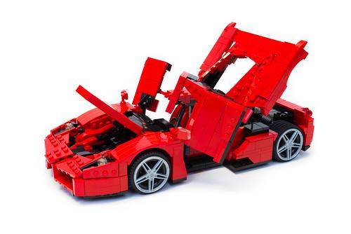 Enzo Ferrari 1:16 (18)
