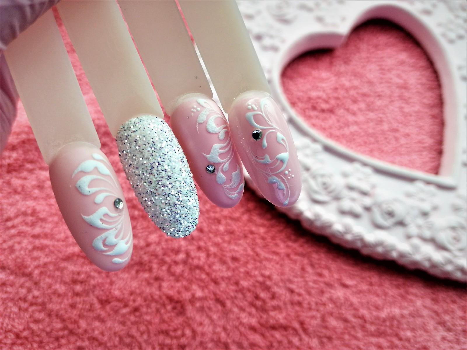 ślubne ornamenty matt na paznokciach