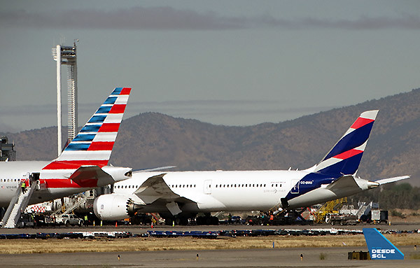 American Airlines y LATAM tails SCL (RD)