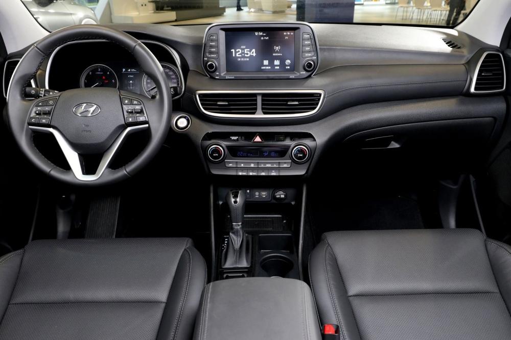 車室座艙採大量真皮包覆營造豪華質感控台採全新8吋懸浮觸控螢幕