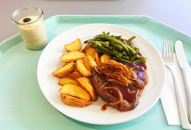 Pork steak with glazed onions / Holzfällersteak mit glasierten Zwiebeln