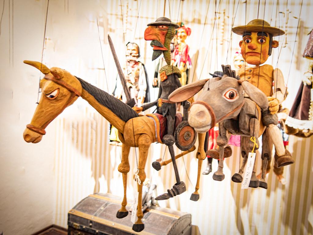 Le retour des marionnettes de Prague... 47922895056_1bc187f826_b