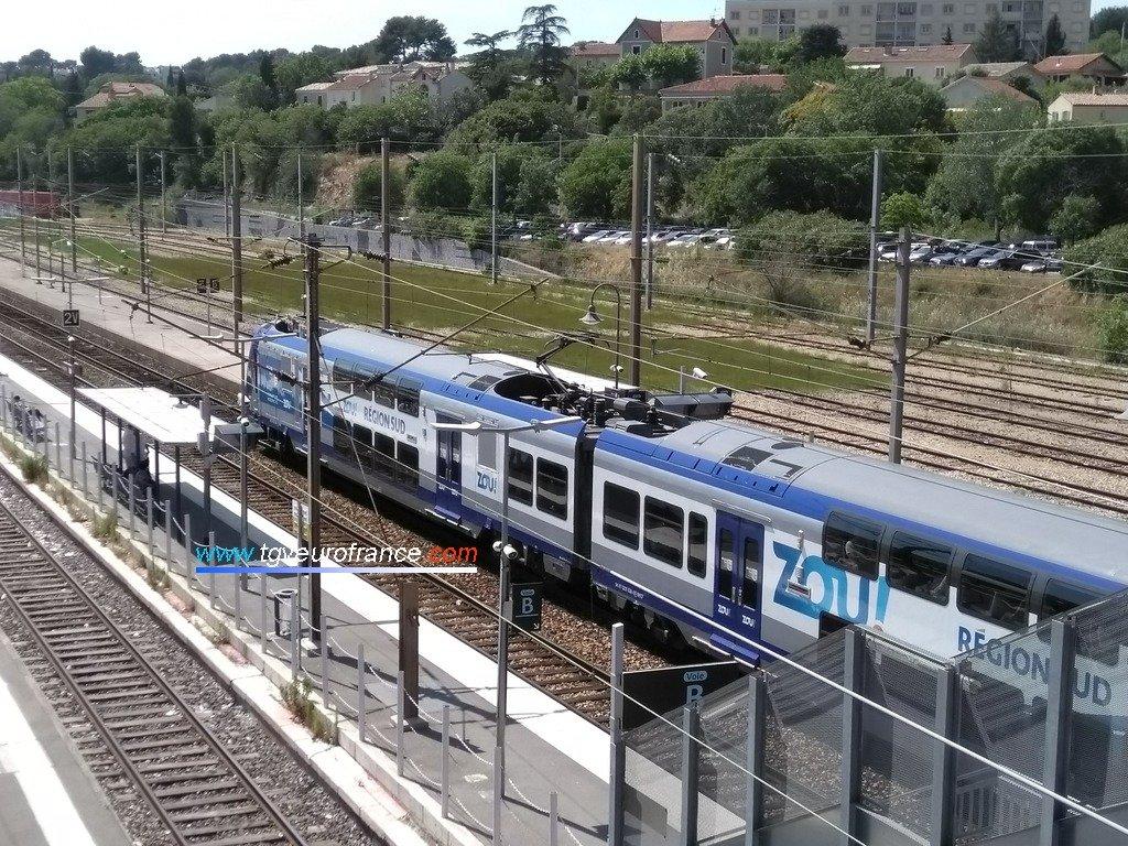 La rame TER 2N Z23538 Alstom avec la nouvelle livrée ZOU! TER PACA SNCF