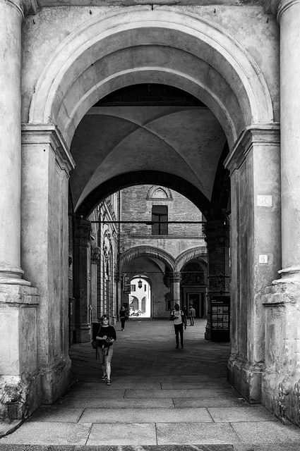 Attaversando Palazzo d'Accursio