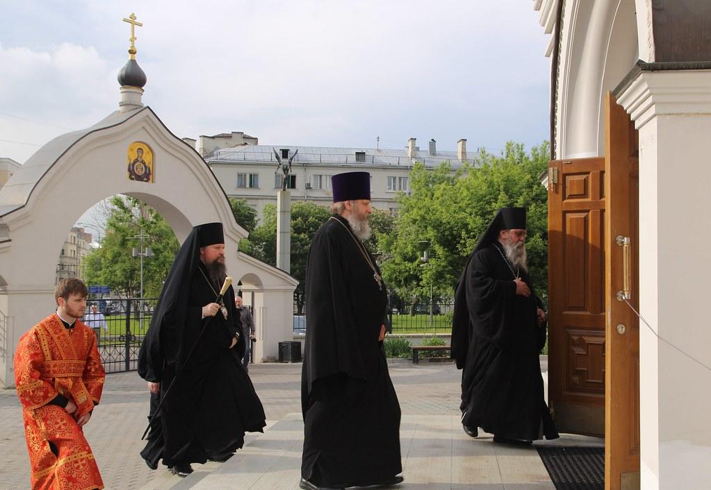 Епископ Воскресенский Дионисий совершил Всенощное бдение в храме свв. равноапп. Кирилла и Мефодия на Дубровке